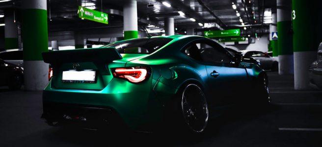 Mobil dengan cat yang terawat