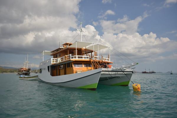 Foto Kapal Yang Disewakan di Labuan Bajo