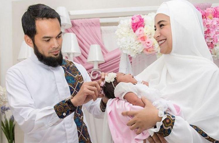 Mencukur Rambut Bayi, sumber : www.babatpost.com